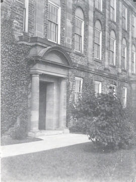 Photograph of the entrance of the Science Building