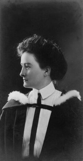 Photograph of Kathleen Isabelle MacAloney : Class of 1910