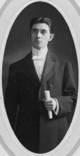 Photograph of Elbridge Archibald Kirker : Class of 1907