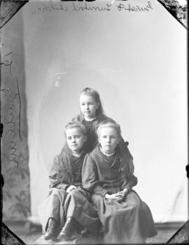 Photograph of Guest & Turnbull's  three daughters