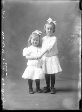 Photograph of the daughters of Mrs. A. W. Fraser