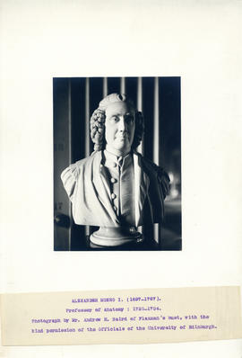 Photograph of Alexander Munro I bust (1697-1767)