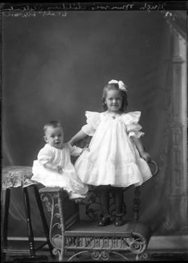 Photograph of the children of Hugh Munroe