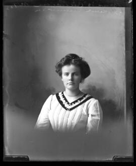 Photograph of Bessie Cameron
