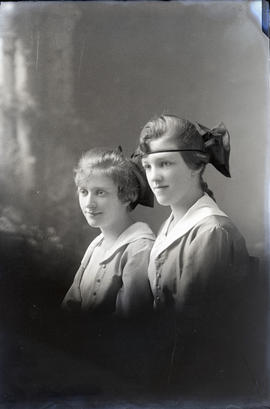 Photograph of Miss Jean Ross & her sister