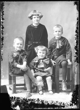 Photograph of Mrs. Elsworth Porter's children