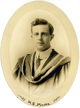 Portrait of Hugh Stewart Moore : Class of 1915