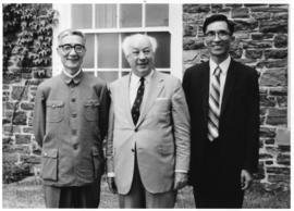 Photograph of Henry Hicks with Chang Wen-Chin and Ni Cheng-Tsien