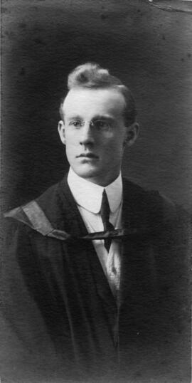 Photograph of Edward Shelburne Kent : Class of 1910